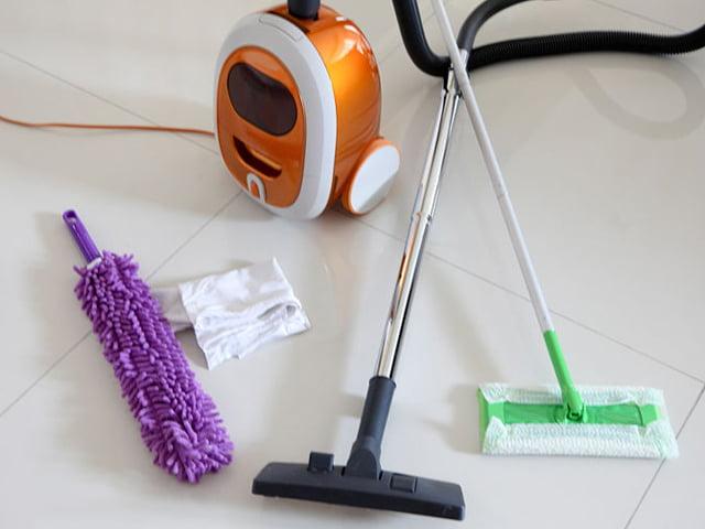 Pulkan Semua Peralatan Yang Diperlukan Untuk Membersihkan Keseluruhan Rumah